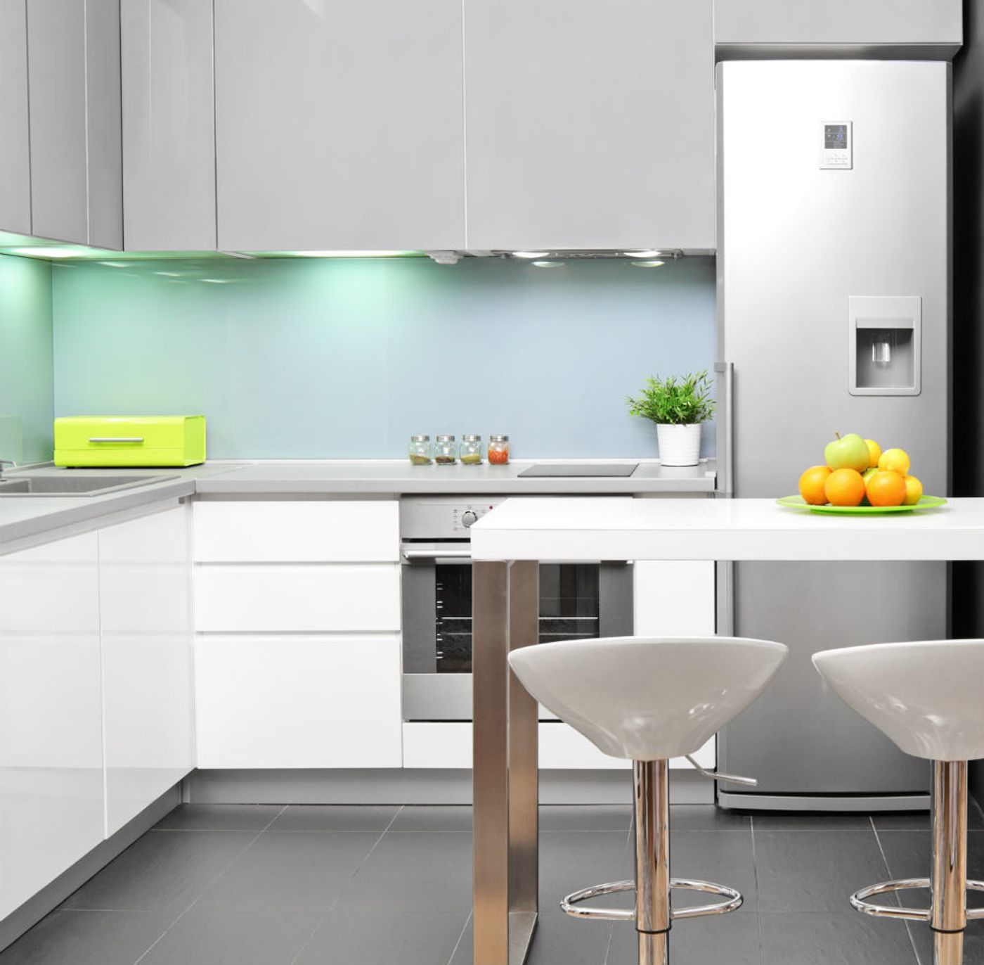 7 ideas c mo iluminar una cocina con led for Iluminacion led para muebles