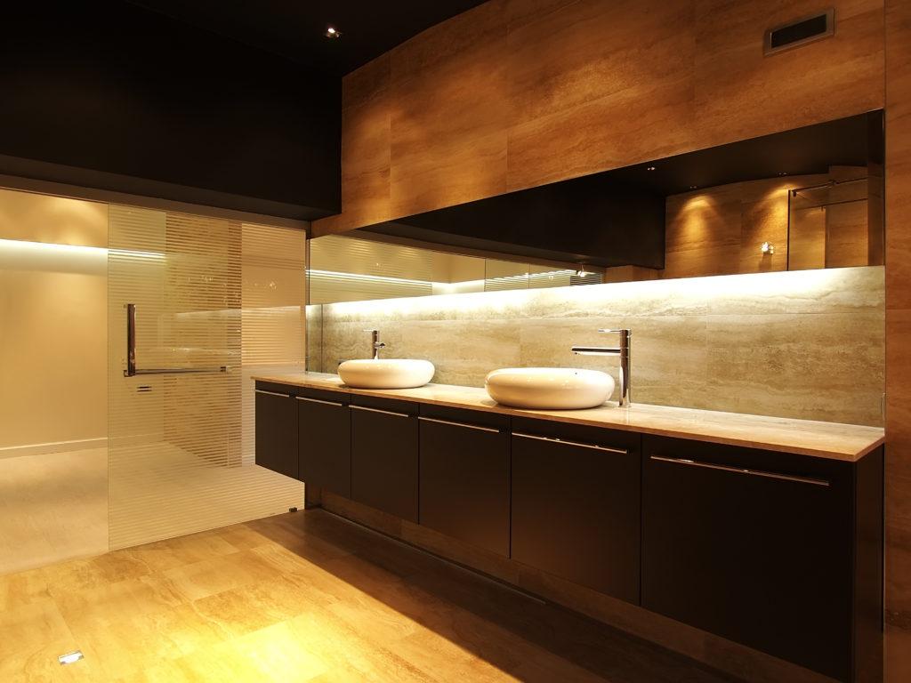 Iluminaci n de acento para la decoraci n de interiores - Iluminacion de banos modernos ...