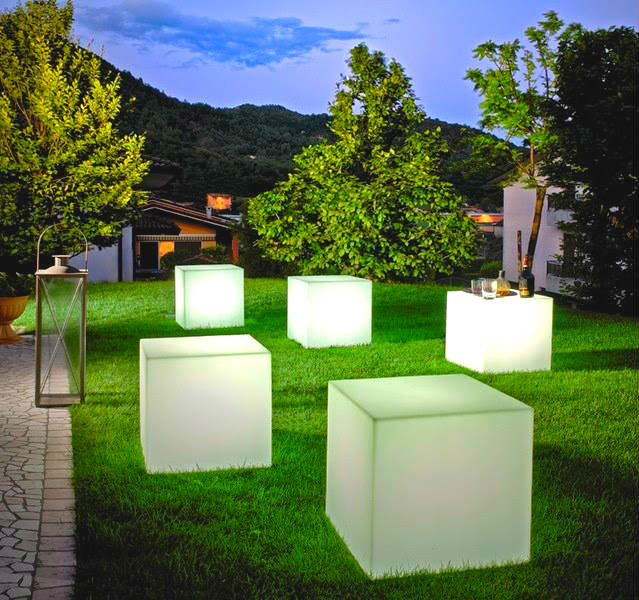 Mobiliario led para exteriores for Luces led jardin