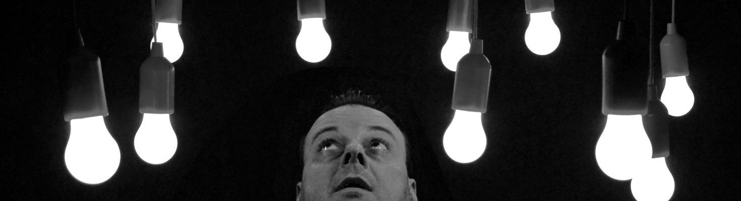 lâmpada LED que permanece ligada quando o interruptor está desligado