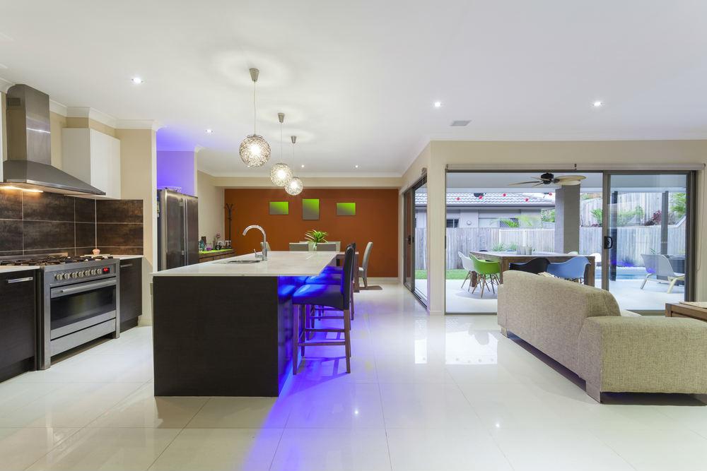 6 ideas para decorar con tiras led - Luz led cocina ...