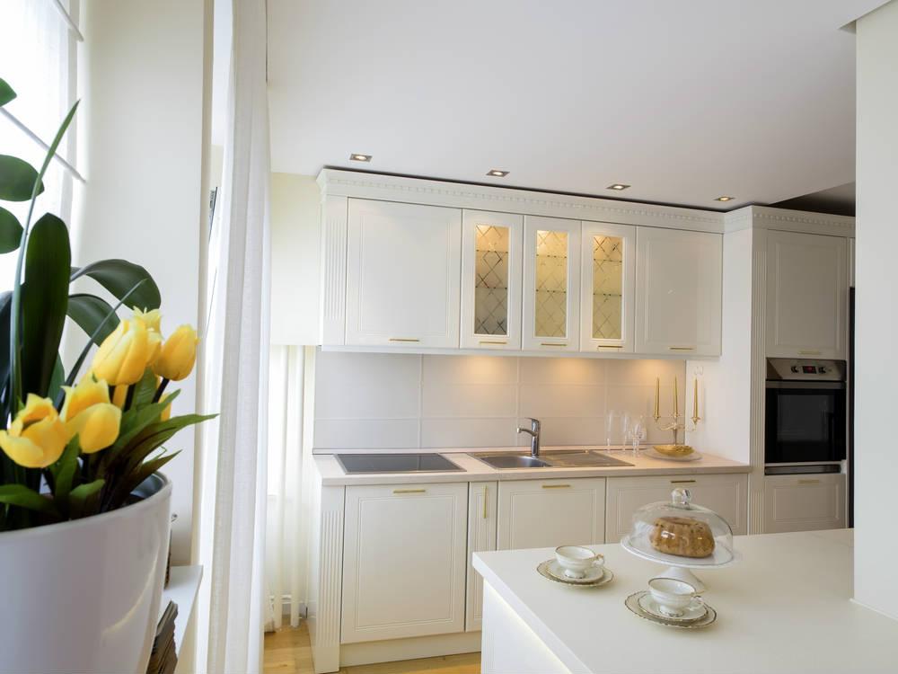 7 ideas c mo iluminar una cocina con led - Cornisa para led ...