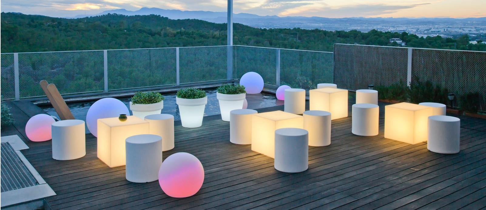 Decoración de jardines con muebles LED