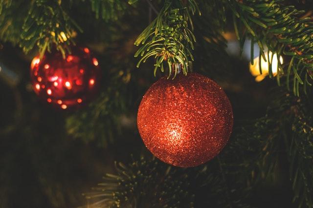 Adornos de navidad de color rojo